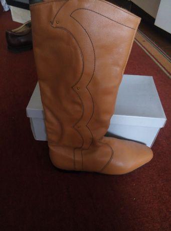 Чоботи осінні жіночі, колір помаранчевий, розмір 39 - 250 грн.