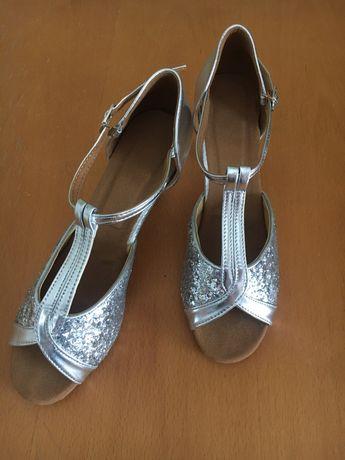 Buty srebrne taneczne 39