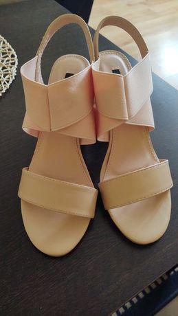 Vices beżowe sandały na obcasie