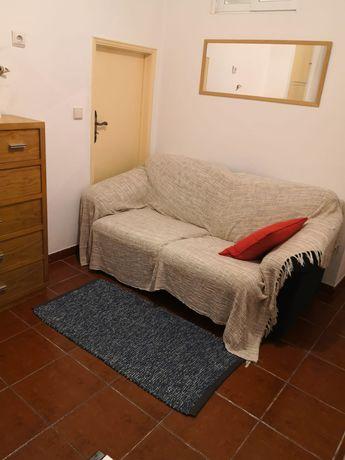 Alugam-se 2 quartos a estudantes em T2 Lisboa (Baixa)