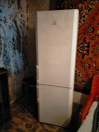 Холодильник двухкамерный Indesit BIAA 18H