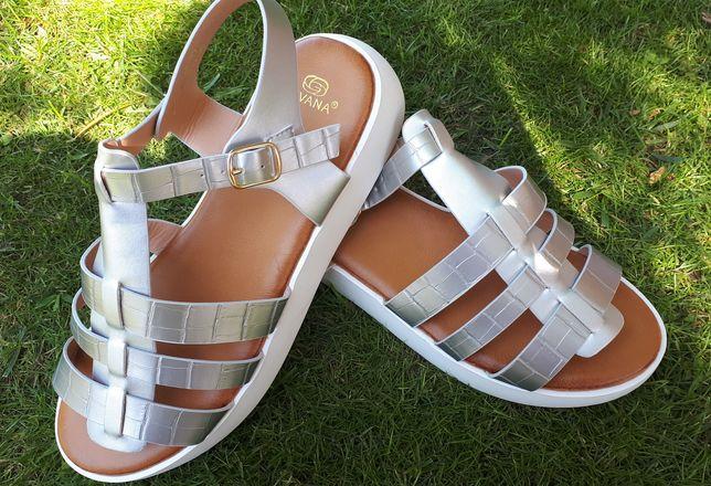 Sandálias novas tam.40