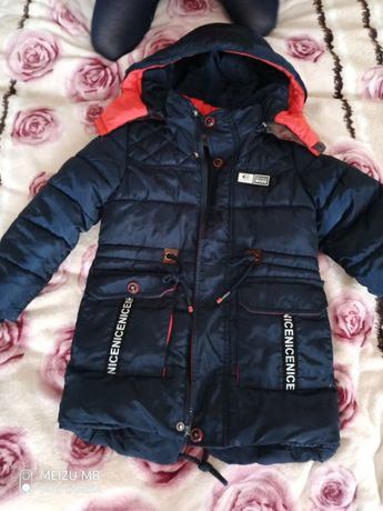 продам зимнюю куртку на мальчика 4 лет
