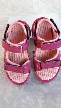 Продаю дитячі босоніжки