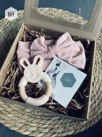 Pudełko prezent chrzest baby box shower zawieszka do smoczka gryzak