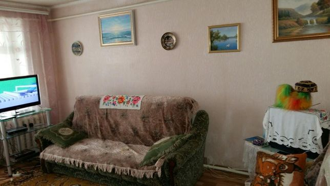ПРОДАМ 2 двухкомнатную квартиру в г.ИЧНЯ в ЦЕНТРЕ по ул.Вишневая