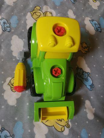 Traktor do składania.