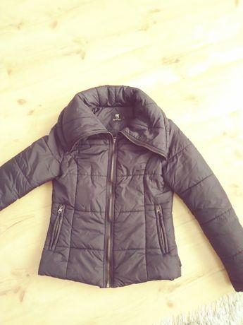 Czarna zimowa kurtka. .Rozmiar S.