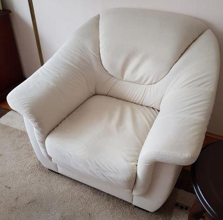 Fotel tapicerowany z weluru w kolorze ecru