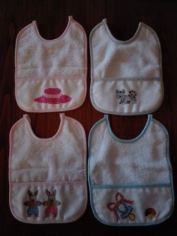 Babetes de algodão novas bordadas à mão