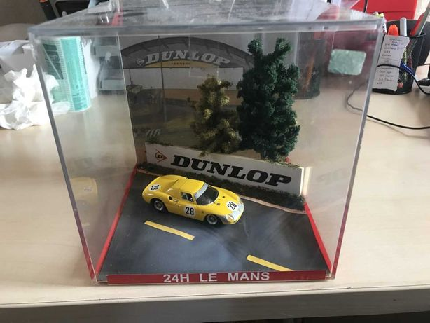 Diorama 1/43 - 24H Le Mans + Ferrari # 28