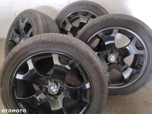 Czarne alufelgi 19 BMW oraz opony letnie