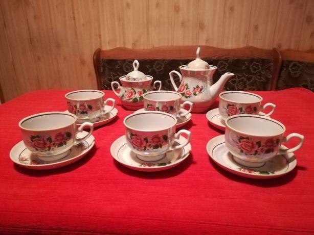 Porcelanowy serwis kawowy herbaciany opalizujący róża 6 osób