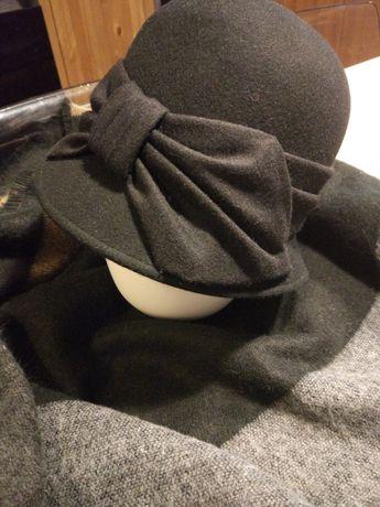 Czarny kapelusz z kokardą, 100% wełna
