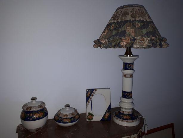 Conjunto em porcelana com candeeiro