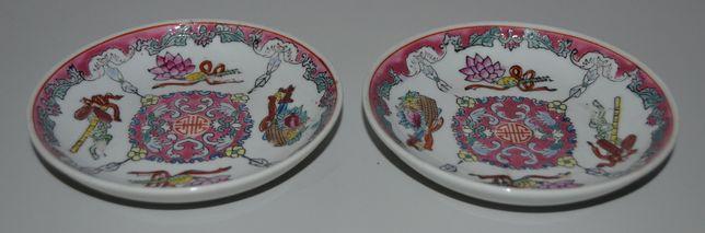 """Par de pequenos pratos em Porcelana da China decoração """"Família Rosa"""""""