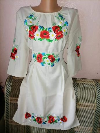 Плаття-вишиванка в наявності прямого злегка приталеного крою з вишитим
