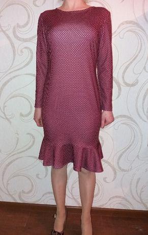 Стильное платье в горох