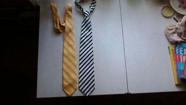 Продам два мужских галстука за 100 грн.