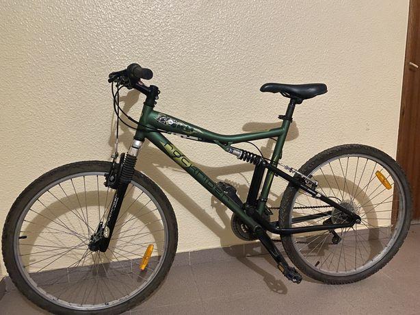 Bicicleta Rockrider e outra