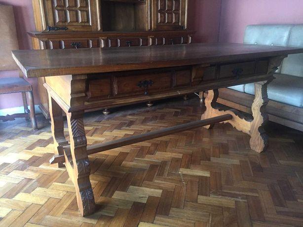 Móveis, mesas e cadeiras de sala antigos