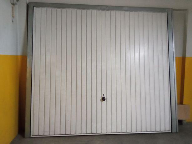 2 portões de garagem