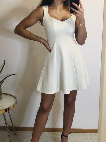 Biała sukienka rozkloszowana dekolt xs 34 taliowana