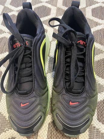 Nike Air Max 720…