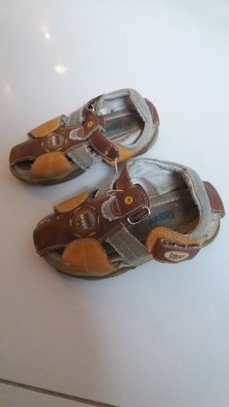 Sandałki dla chłopca rozmiar 24