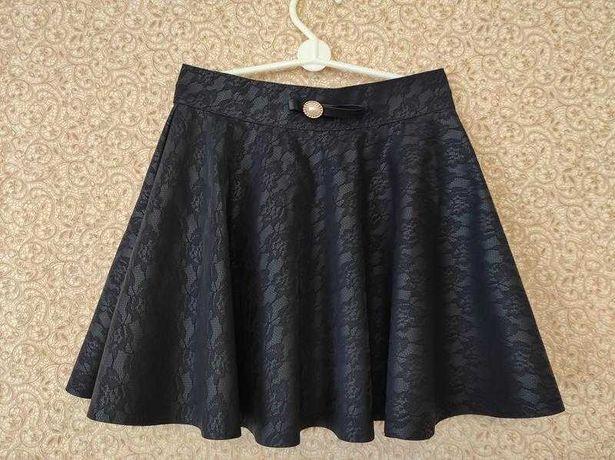 Школьная юбка из эко-кожи 9-10 лет