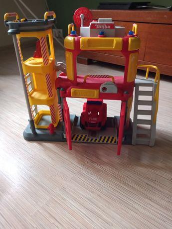 Straż pożarna duża z dźwiękiem syreny strażackiej