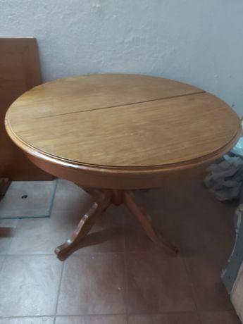 Mesa, cadeiras e aparador