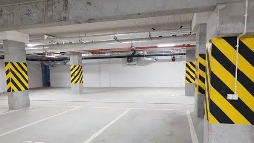 Sprzedam miejsce postojowe w garażu podziemnym.Rakowska 5. Blisko wejs