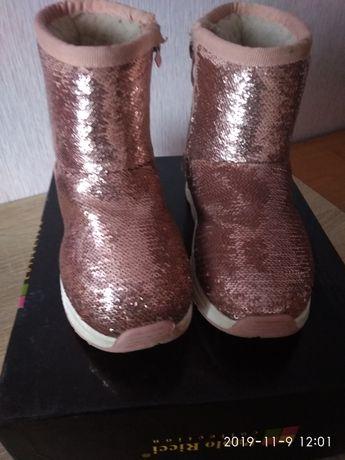 Зимние ботинки. Модные ботинки для девочки