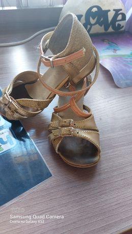 Продам танцевальную  обувь