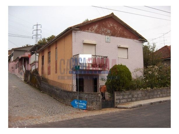 Moradia Isolada para recuperar - Nogueira, Braga