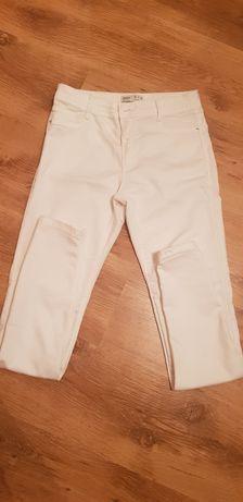 Białe spodnie  Bershka