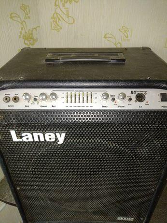 Laney два комбика, басовый и гитарный.