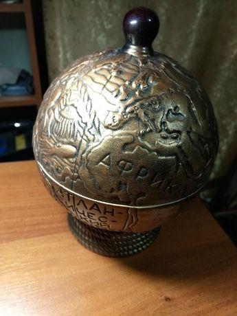 Набір сувенірний керамічний: пляшка, стакани, декоративний глобус