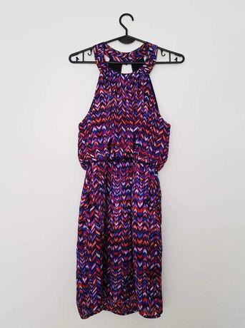 Kolorowa sukienka z dekoltem halter