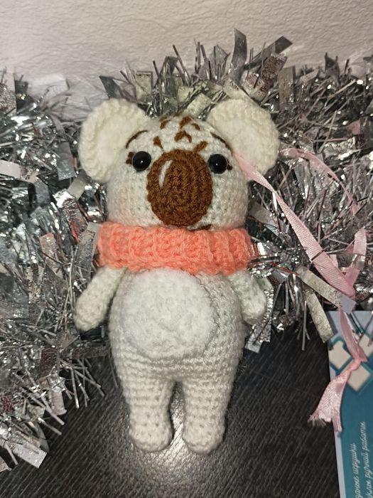 Вязанная коала в шарфике, ручная работа Днепр - изображение 1