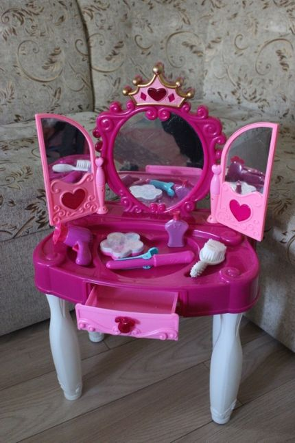 Toaletka z lusterkiem dla dziewczynki