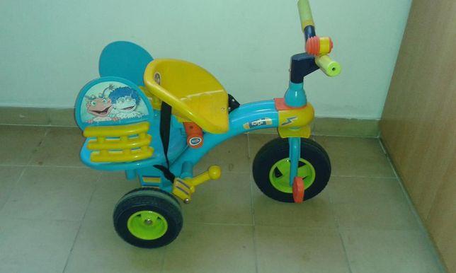Triciclo infantil como novo