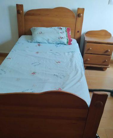 Mobilia de quarto individual em pinho mel