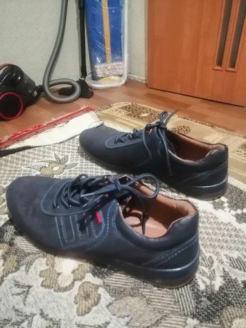 Продаются туфли-кроссовки