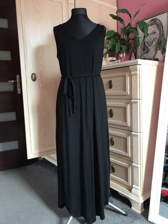 Długa czarna dresowa sukienka