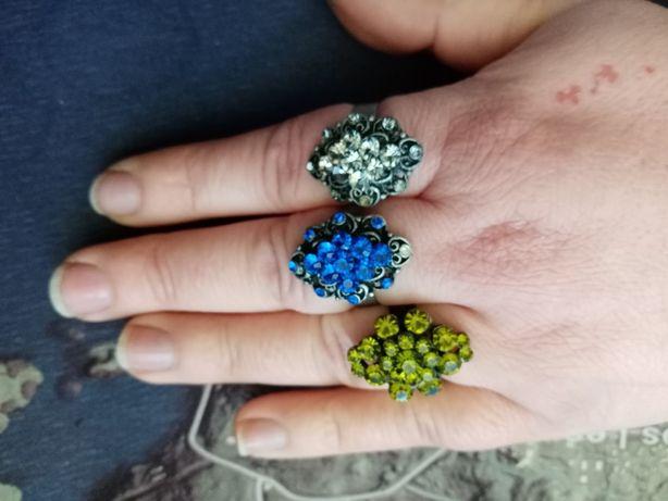 Duże pierścionki z kryształkami 3 sztuki
