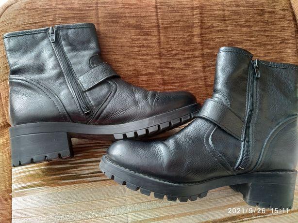 Женские ботинки фирмы bronx, размер 37.