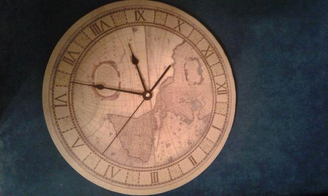 Продаются оригинальные часы - карта в отличном состоянии