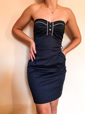 Плаття має знімні бретелі,темно синього кольору